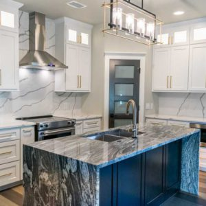 Calacatta Sponda Quartz kitchen countertop with contrasting island
