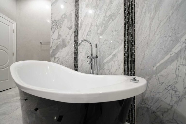Super White Marble bathroom tub surround wall